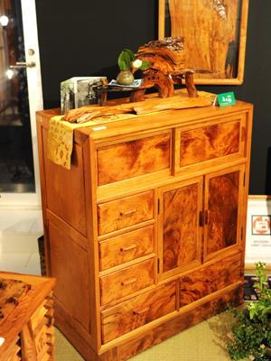 屋久杉工芸品(木製家具)